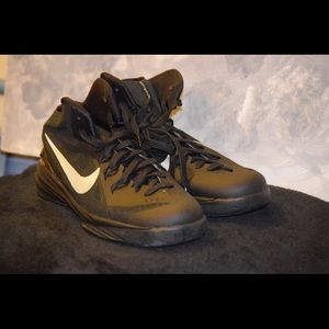Black/White Nike Hyperdunk Gs Boys Size 5